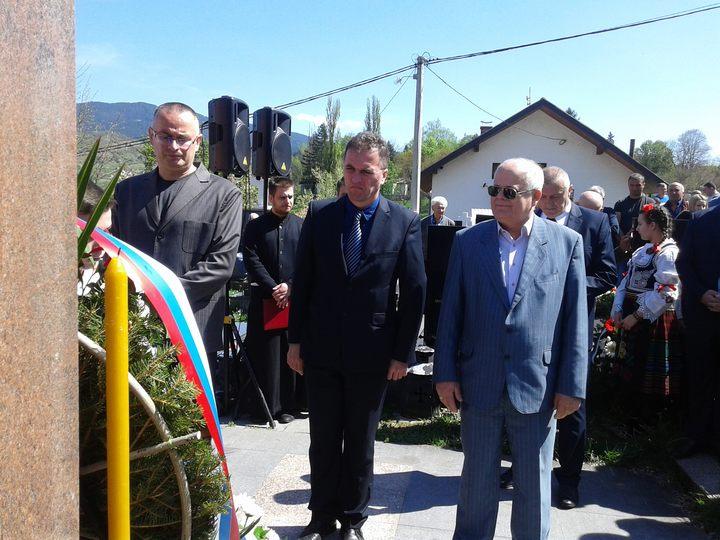 ВИШЕГРАД, 12. АПРИЛА /СРНА/ - Освештањем Спомен-крста на брду Град у Вишеграду, те служењем парастоса и помена код споменика руским добровољцима на Мегдану, данас је обиљежен је Дан руских добровољаца.
