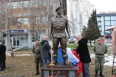 Oткривен и освештан споменик хероју Mилану Jовићу