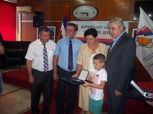 Предсједник Савчић уручио одликовања породицама погинулих бораца добојске регије