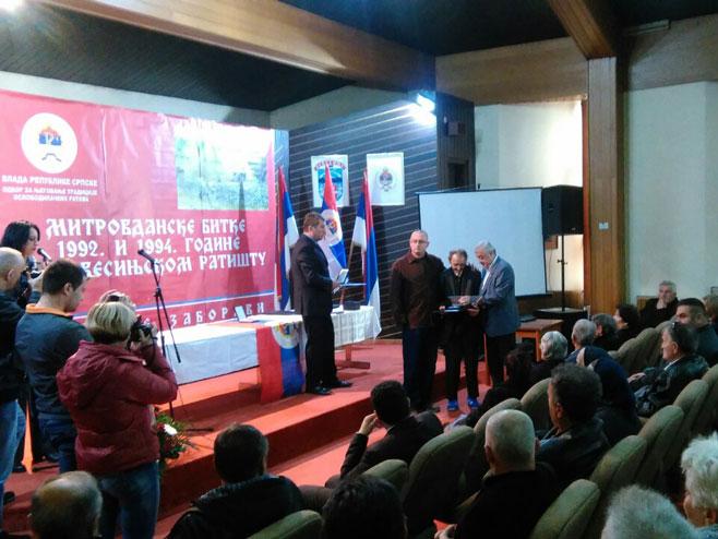 У Невесињу уручена постхумна одликовања породицама бораца ВРС