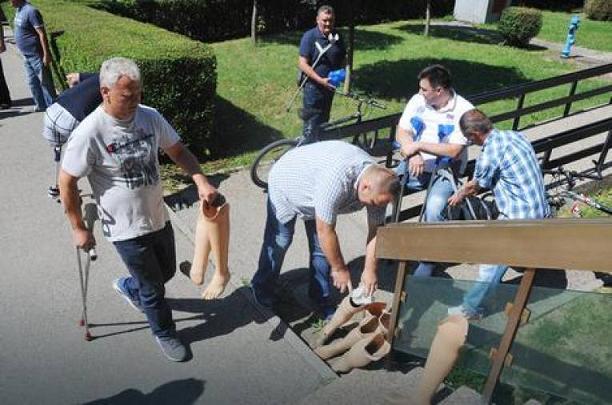 Ратни инвалиди вратили ортопедска помагала