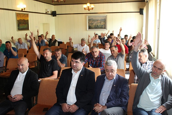ЛОПАРЕ, 26. АПРИЛА /СРНА/ - На редовној Скупштини Борачке организације Лопара данас је за новог предсједника једногласно изабран Ристо Радић, који је најавио посебну бригу о јединству унутар Борачке организације.