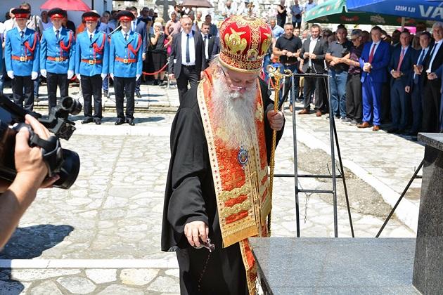 БРАТУНАЦ, 6. ЈУЛА /СРНА/  - У Братунцу је данас служен парастос и прислужене свијеће за покој душа више од 3.500 убијених Срба из средњег Подриња, те положено цвијеће код Спомен-крста на градском гробљу поводом обиљежавања 27 година од злочина који су над њима починиле муслиманске снаге oд маја до децембра 1992. године.