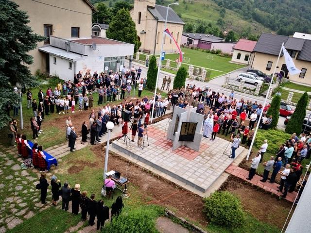 У Трнову откривен споменик погинулим српским борцима и убијеним цивилима