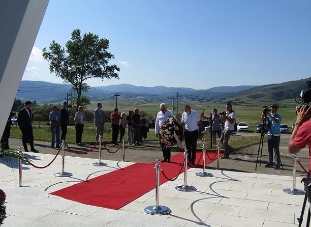 Делегација БОРС-а положила вијенац на споменик погинулим борцима у Стричићима