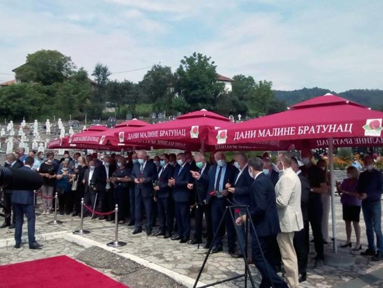 Положено цвијеће и служен парастос страдалим Србима из Подриња